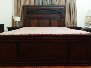 Elegent Bed Set with 2 Side Tables and Dressing Table For Sale